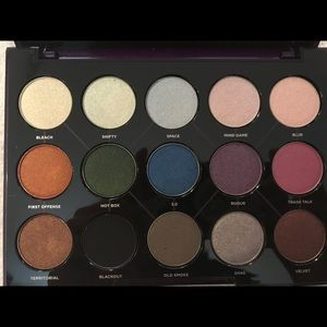 Urban Decay Makeup - Urban Decay Distorted Palette.